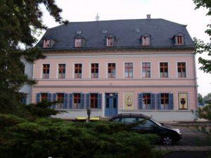 Das Herrenhaus heute. Hier befindet sich unter anderem die Porzellanausstellung in der 1.Etage.