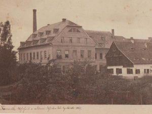 Wohnhaus der Familie v. Römer, dahinter Fabrikgebäude, 1869. (später Herrenhaus)